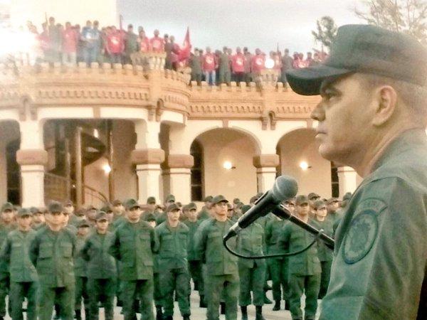 """Padrino López impone a Chávez """"como sea"""""""