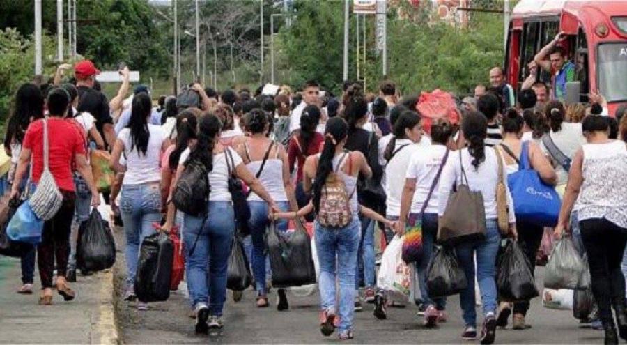 Así continua paso de venezolanos por la frontera con Colombia