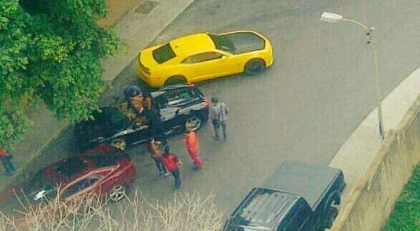 El portal El Pitazo había divulgado en noviembre de 2015 que los sobrinos de Cilia Flores tenían carros lujos en el Paraíso, entre los cuales se encontraba un Ferrari. Hoy se conoció que el ahijado de Nicolás Maduro alardeó tener un Ferrari