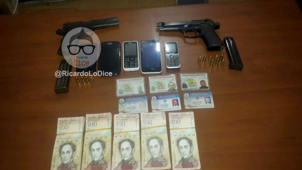 Armas, celulares y dinero incautado a los militares | @RicardoLoDice