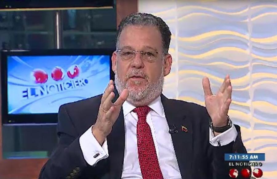 Fotografia referencial a entrevista con Carlos Fernandez en Noticiero Televen