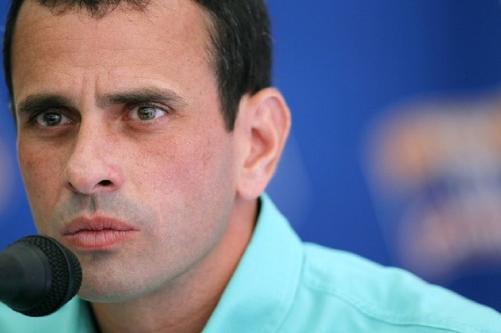 Opposition frontrunner presidential candidate Henrique Capriles Radonski speaks to the foreign media in Caracas February 7, 2012. The opposition coalition will determine their presidential candidate in a primary election on February 12, 2012, to choose a rival to President Hugo Chavez. REUTERS/Jorge Silva (VENEZUELA - Tags: POLITICS ELECTIONS)