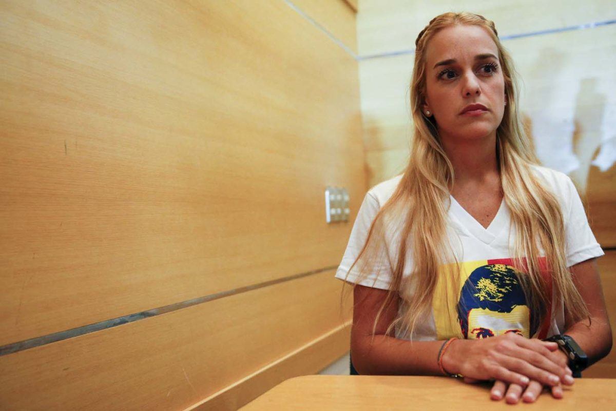 Lilian Tintori, wife of jailed opposition leader Leopoldo Lopez, attends a meeting with youths in Caracas December 4, 2015. Polarized Venezuela heads to the polls this weekend with a punishing recession forecast to rock the ruling Socialists and propel an optimistic opposition to its first legislative majority in 16 years. REUTERS/Carlos Garcia Rawlins