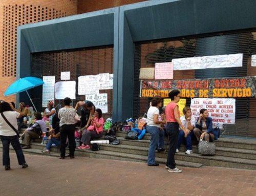 Docentes en Chacao continúan protesta para exigir ajustes salariales
