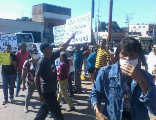 Protestan frente al Hospital de Valencia