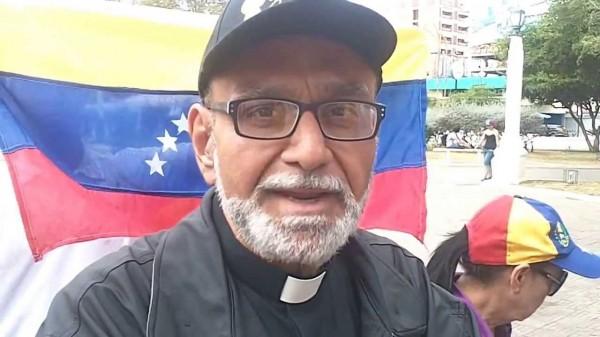 Padre Palmar fue agredido presuntamente por colectivos en la Toma de Venezuela en Maracaibo