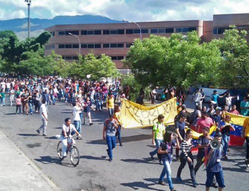 Estudiantes de la UC protestan contra suspensión del revocatorio