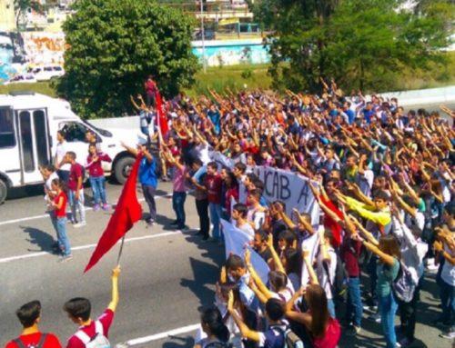 Estudiantes de la UCAB protestan en la Francisco Fajardo