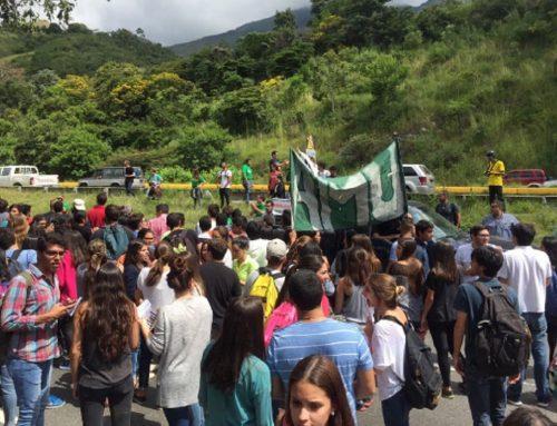 Estudiantes de la UMA protestan contra suspensión del revocatorio