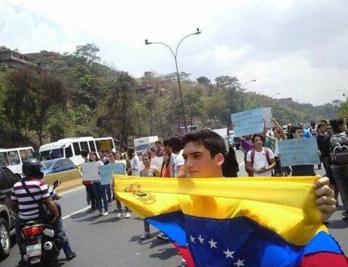 Estudiantes de la Unimet trancaron los cuatro canales de la autopista Gran Mariscal de Ayacucho
