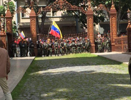 Grupo de oficialistas se concentran en las inmediaciones Asamblea Nacional