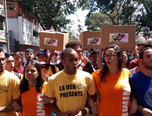 Estudiantes dejaron cajas electorales como símbolo de protesta a piquete de la PNB que impidió movilización